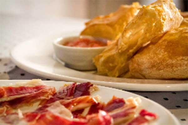 Restaurante Aguatinta: jamón y pollo